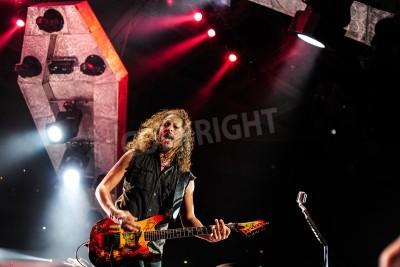 Fototapeta 24 kwietnia 2010 - Moskwa, Rosja - amerykański zespół rockowy na żywo w wykonaniu Metalliki Olimpijskim stadionie.