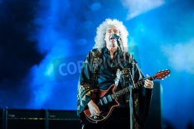 Fototapeta 3 july, 2012 - Moscow, Russia - British rock band Queen performing live at Olimpiyskiy stadium during world Tour