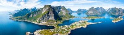 Fototapeta Aerial panoramiczny widok Reine, Lofoten, Norwegia, słoneczny Arktyczne lato