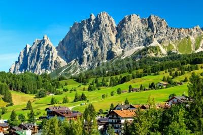Fototapeta Alpejski kurort w Dolomitach, Cortina D Ampezzo, Południowy Tyrol, Włochy, Europa