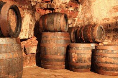 Fototapeta Alte Holzfässer im Kellergewölbe gestapelt