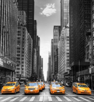 Fototapeta Avenue avec des taksówki w Nowym Jorku.