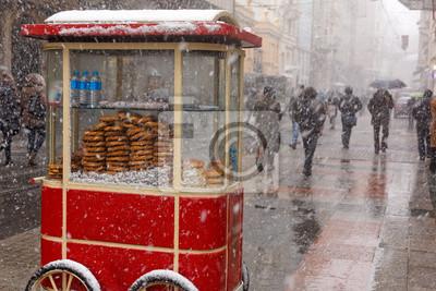 Bajgiel jako słynny ulicy żywności w kulturze tureckiej, Stambuł