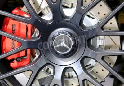 Fototapeta Bangkok - 2 kwietnia: logo Mercedes Benz na koła - na wystawie w 36. Bangkok International Motor Show 2015 w dniu 2 kwietnia 2015 r Bangkoku w Tajlandii