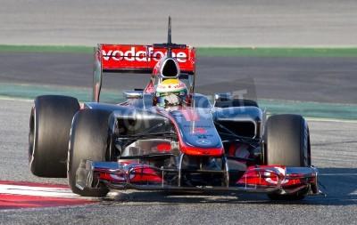 Fototapeta BARCELONA - 21 lutego: Lewis Hamilton z McLaren F1 Team podczas wyścigów Formuły Drużyny dni testów na torze Catalunya w dniu 21 lutego 2012 roku w Barcelonie, Hiszpania.