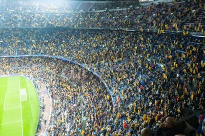 Fototapeta BARCELONA, Hiszpania - 04 listopada 2015: Powyżej widok na pola i publiczności podczas meczu piłki nożnej pomiędzy FC Barcelona i BATE Borysów (białoruskiego) na stadionie Camp Nou.