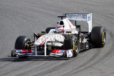 Fototapeta BARCELONA, Hiszpania - 18 lutego 2011: Kamui Kobayashi zespołu Sauber F1 jazdy jego samochód podczas Formuły Drużyny dni testów na torze Catalunya.