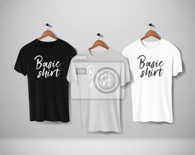 Fototapeta Basic Czarne, szaro-białe koszulki z krótkim rękawem. Makiety zestaw ubrań wiszących na ścianie. Widok z przodu z napisem do projektu lub logo.