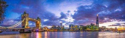 Fototapeta Basztowa Bridżowa panorama przy błękitną godziną