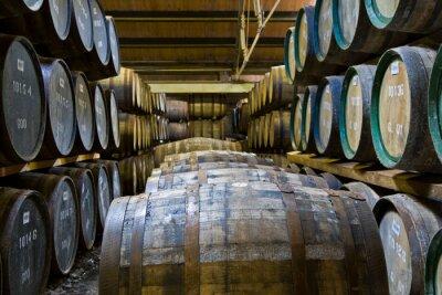 Fototapeta Beczki whisky w destylarni