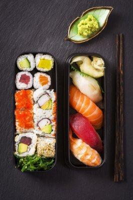Fototapeta Bento Box mit Sushi und rolls