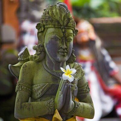 Fototapeta Betende Steinstatue auf Bali