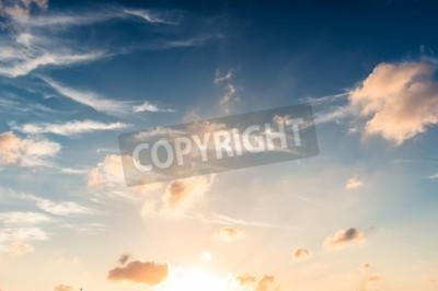Fototapeta Błękitne niebo w zachodzie słońca