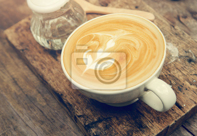 Fototapeta Bliska filiżanka sztuki latte lub cappuccino, retro efekt filtra