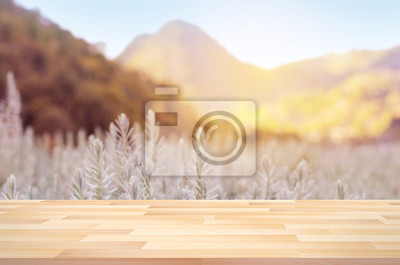 Fototapeta Bliska taras z rozmazany krajobrazu i słoneczny dzień