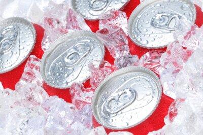 Fototapeta Bliska, z puszki sody w lodzie