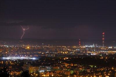 Fototapeta Błyskawica Burza nad miastem w nocy