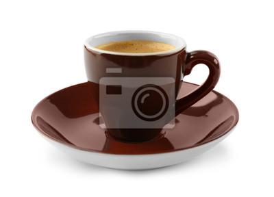 Brązowy filiżankę kawy i spodek na białym tle
