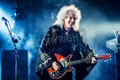 Fototapeta British rock band Queen performing live at Olimpiyskiy stadium, Moscow, Russia during world Tour
