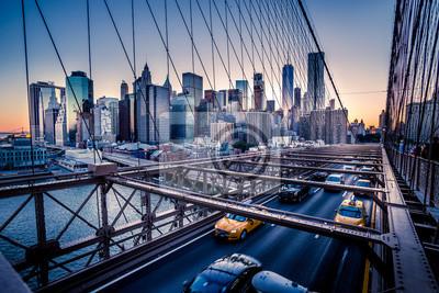 Fototapeta Brooklyn Bridge, Downtown Manhattan, Nowy Jork. Sceny nocne. Ślady świetlne. Miejskie światła. Urban życia i transportu koncepcji