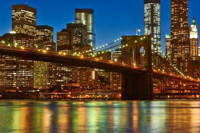 Fototapeta Brooklyn Bridge z niższym Manhattan skyline w nocy