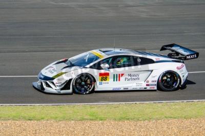 Fototapeta Buriram - 20 czerwca: Chonsawat Asavahame Tomas Enge i samochodu wyścigowego z Lamborghini GT300 QualiFlying,, na wyświetlaczu 2015 Autobacs Super GT Series Race 3 w dniu 20 czerwca 2015 roku Chang Mi