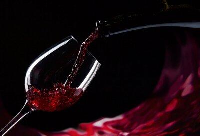 Fototapeta butelki i szklanki czerwonego wina