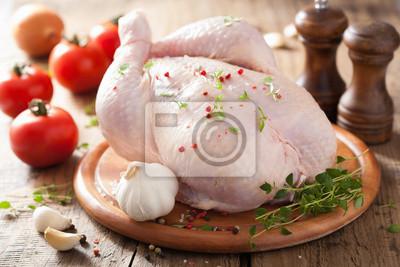 Fototapeta Cały surowego kurczaka z różanym pieprzem i tymiankiem