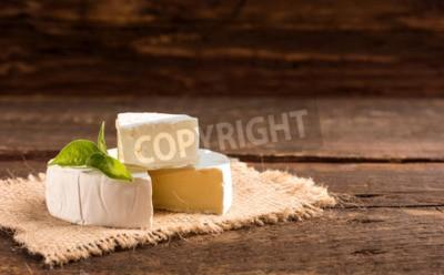Fototapeta Camembert ser na płótnie w stylu rustykalnym