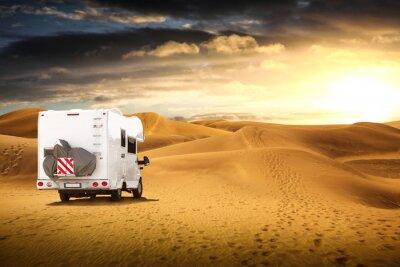 Fototapeta camper nel deserto al tramonto