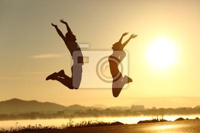 Fototapeta Centrum Kilka skoków szczęśliwy o zachodzie słońca