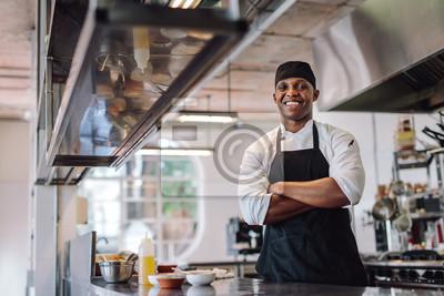 Fototapeta Chef stojących w restauracji kuchnia