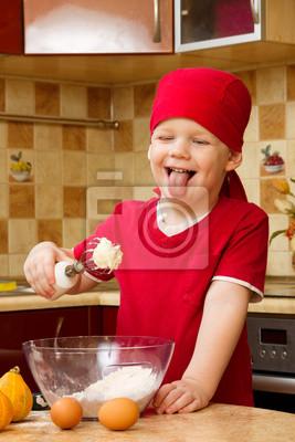 Chłopiec pieczenia ciasto