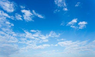 Fototapeta Chmury i niebieskim tle nieba