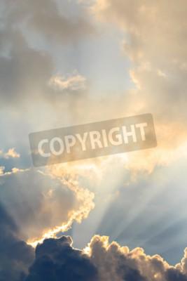 Fototapeta Chmury i promienie słońca na czasie wieczoru