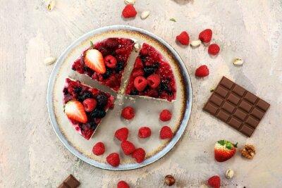 ciasto malinowe i wiele świeżych malin