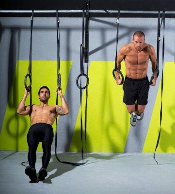 Fototapeta CrossFit dip pierścień dwa trening mężczyzn na siłowni zanurzenie