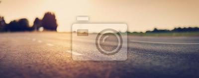 Fototapeta czarna droga asfaltowa i białe linie podziału
