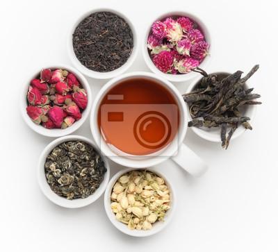 Czarna herbata w biały kubek