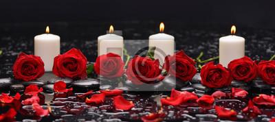 czerwona róża, płatki, biała świeca i kamienie terapii