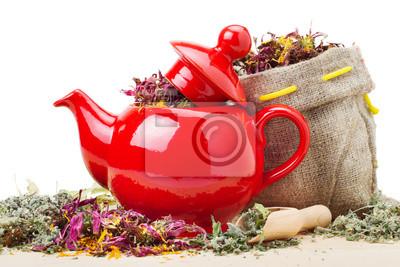 czerwony czajnik, moździerz i tłuczek, worek z ziół leczniczych
