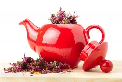 czerwony czajnik z ziół leczniczych