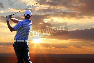Fototapeta Człowiek gra w golfa