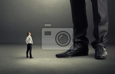 Fototapeta Człowiek patrząc na jego wielkim szefem