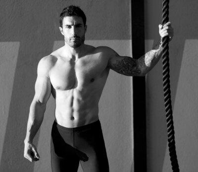 Fototapeta Człowiek siłownia Crossfit trzyma rękę linę wspinaczkową