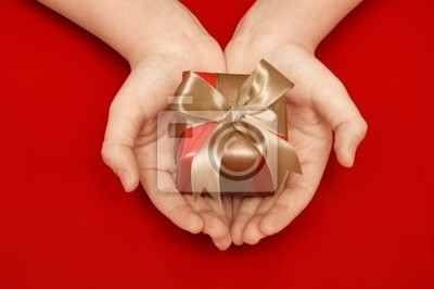 dar w ręce kobiet