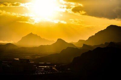 Fototapeta Dech w piersiach zachód słońca nad górami w Iranie