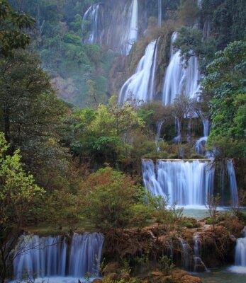 Fototapeta Deep Forest piękny wodospad w Thi Lo Su, Tak, Tajlandia