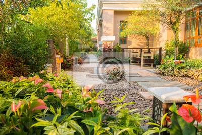 Fototapeta designerski i dekoracyjny ogród z krzesłem