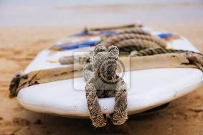 Fototapeta deska surfingowa na piasku
